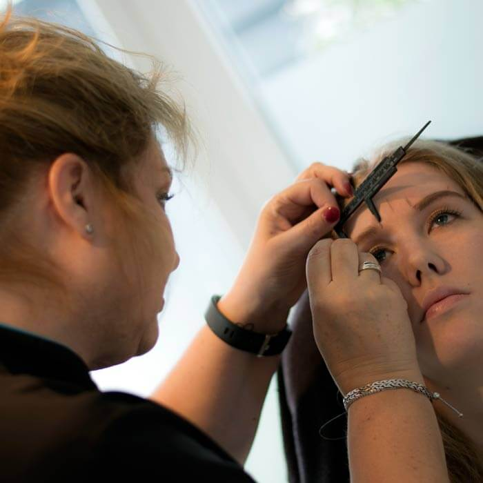 Yvonne van Duivenstijn is gespecialiseerd in huidverzorging en permanente make-up